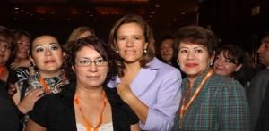 La presidenta del DIF mulegino Gloria Castro de Murillo captada con la presidenta del DIF nacional, Margarita Zavala de Calderón.