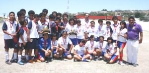 Dispuestos a dar su mejor esfuerzo y buscar triunfos en el regional, los equipos femenil de la Técnica 13 y la varonil de la Secundaria Morelos.