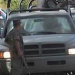 Lo cierto es que cerca de cien tipos que se balaceaban en las calles de San Cristóbal de la Barranca y la policía tiene a una veintena de ellos, una gran cantidad de droga y un armamento entero