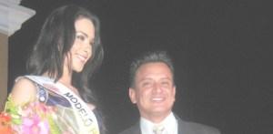 .- Karen Alicia Ortega Contreras representante de San Antonio, ganadora del título Nuestra Belleza Modelo, acompañada de Ignacio Arévalo, Director Estatal de Nuestra Belleza (Lupita Gómez)