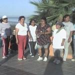 Esta caminata es el inicio de la activación que estas señoras de la Colonia Agustín Olachea han aceptado para mejorar su salud.