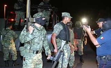 Se enfrentan policías contra elementos del ejército