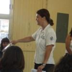 Eunice Rivera Calderón, directora de la Unidad de Prevención del Delito y Servicios a la Comunidad, impartió horas de charla a alumnos de distintos grados y grupos de la escuela Telesecundaria número 49, ubicada en la colonia Agua Escondida.