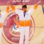 Angélica Valenzuela Ruíz compitió en la prueba de salto de altura infantil mayor logrando una marca de 1.57 metros, para adjudicarse la presea de bronce.