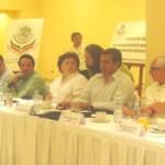 Autoridades Federales y locales que presidieron la Cuarta Reunión del Grupo de Trabajo de enlace y seguimiento de proyectos turísticos desde lo local, realizada en Cabo San Lucas (Lupita Gómez)