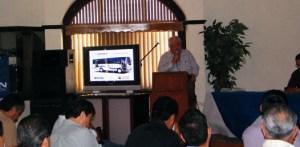 En representación del gobernador Narciso Agúndez, el director del Transporte Antonio Lucero, presidió una reunión de trabajo con concesionarios del Transporte Público, en la cual se presentaron diversas opciones para renovar el parque vehicular de este sector.