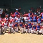 En la foto, los equipos de Veracruz y BCS, previo al encuentro que termina con victoria contundente para los sudcalifornianos 17-0, en el nacional iniciación de beisbol.