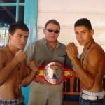 Este sábado se disputa en Santa Rosalía el campeonato del mundo hispano en la categoría supergallo, en la gráfica los dos pugilistas que van por el cetro. Foto Víctor Flores Ojeda.