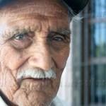 94 años de vida levantan día a día el carro de la fruta para ofrecer el lunch, sin embargo cuenta don Ermenegildo que es muy poco lo que vende de hace algunos años atrás a la fecha.