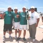 Premiación a los equipos del futbol burocrático, por el Secretario de Conflictos de la Sección La Paz, Lic. Saúl Perezchica Espinoza.
