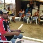 Juan Murillo con vecinos de Real Unidad, explicando los problemas que tienen con el delegado de Cabo San Lucas.