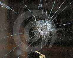 Impacta «bala perdida» en una boutique de plaza Soriana