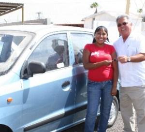 La afortunada con el boleto numero 0102, la joven estudiante del CBTA 27, Gloria Patiño Vázquez, habitante de Ciudad Insurgentes.