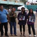 Llega a la recta final el torneo de futbol burocrático que rinde homenaje póstumo a Carlos Jesús Vega Andrade. En la foto sus familiares que recibieron el reconocimiento en la inauguración.