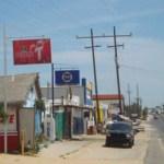 En el vado de Santa Rosa, hay miles de familias asentadas y locales comerciales incluso con venta de cerveza que autorizó Luis armando Díaz, y aún así quiere ser Gobernador.