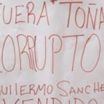 Esta pancarta fue la que provocó el enojo del director del Transporte, Antonio Lucero, quien amenazó con demandar al líder de la Sección 72, Sergio Rodríguez.