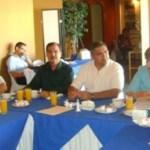 En reunión con empresarios, la presidenta municipal, Rosa Delia Cota Montaño, dijo que es una vergüenza la escandalosa deuda que deja Narciso Agúndez al próximo gobernador, cuatro veces superior a la que heredó el gobierno pasado.