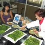 Al terminar sus prácticas profesionales en el Cicimar hicieron una demostración de su trabajo final, que consistió en la elaboración de botanas nutritivas o sea un producto a base de alga.