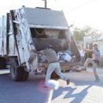 Un 70% de la basura acumulada en domicilios y comercios de Ciudad Constitución ya ha sido retirada, así lo informó el director de Servicios Públicos, José Guadalupe García Facha, agregando que será hasta el próximo sábado cuando se cumpla en un 100% este servicio.