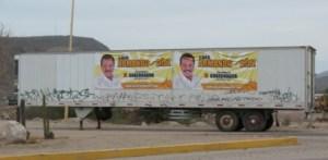 Ubicada en el entronque de la carretera a Los Planes, la propaganda electoral del perredista Luis Armando Díaz, incumple la Ley Electoral al no referir que es proceso interno, además de obstruir la visibilidad, denunció el PAN. (C. Muñoz)