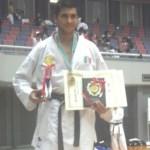Arturo Ramírez logró triunfar en el Campeonato Universitario de Karate en Japón, vistiendo los colores de México.