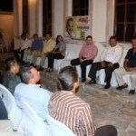 Nutrido grupo de abogados durante reunión con el precandidato del PRD a la gubernatura, Marcos Covarrubias Villaseñor.