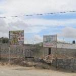 Este es un terreno dividido por una barda, el cual fue adquirido por un empresario que pretende construir una plaza con farmacia y talleres.