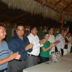 Acompañado de René Núñez, Leonel escuchó las exigencias de los seguidores para tomar otro rumbo fuera del PRD.