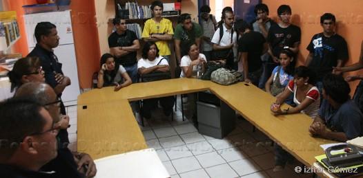Se organizan los estudiantes de la UABCS. Demandan acceso a laboratorios, biblioteca y centro de cómputo