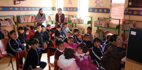 El Ayuntamiento de Comondú a través de la biblioteca municipal imparte pláticas a niños de preescolar sobre la prevención de la violencia contra la mujer.