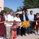 Villa Ignacio Zaragoza, Municipio de Comondú, BCS.-El gobernador Narciso Agúndez hizo entrega de más de 500 acciones de vivienda a familias que antes vivían en condiciones precarias y hoy cuentan con un techo digno.