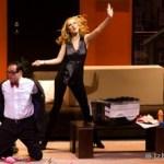 Nada de sexo, que somos decentes se presentó este martes 30 de noviembre en el Teatro de la Ciudad, la obra de teatro fue un estreno nacional, a partir de La Paz inició su gira. Se llevaron a cabo dos funciones, la primera a las 7:30 p.m. y la segunda a las 9:30 p.m.