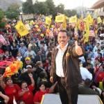 """Tras augurar que Guillermo """"El Guille"""" Santillán será el mejor presidente municipal en la historia de Mulegé, el candidato a la gubernatura compartió la buena noticia con los muleginos de que en Guerrero la Coalición PRD-PT había derrotado al PRI."""