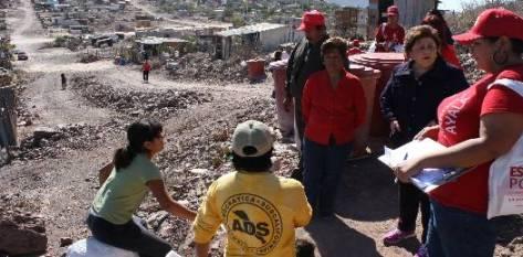 La candidata de la coalición PRI-Verde a la presidencia municipal de La Paz fue acompañada en su recorrido por la candidata a diputada por el Distrito I, Marisela Ayala, quien ofreció que desde el Congreso estatal podrá contribuir a mejorar las condiciones de vida de sus vecinos en el distrito, deplorables y en caída constante.