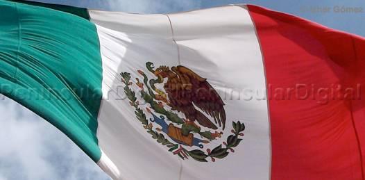 Celebremos hoy, a la bandera mexicana