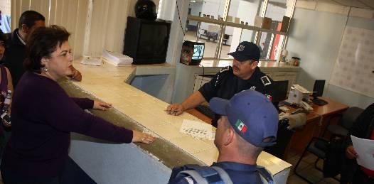 Visita Esthela Ponce a personal de Seguridad y Tránsito
