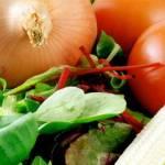 Productos como el tomate se venden al doble de su precio común, si en los mercados Madero, Bravo y Olachea el tomate costaba de $11 a $15 pesos el kilo, hoy se vende de $23 a 35$ pesos, lo mismo ocurre con el limón y el chile verde, aseguran comerciantes.