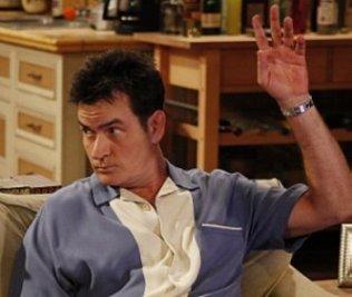 Se esperaba que Sheen, de 45 años, regresara a la serie la próxima semana, después de haber sido ingresado de urgencia a finales de enero en el hospital Cedars-Sinai, de Los Ángeles, tras varios días de fiesta en su casa en la que, según los medios estadounidenses, había abundante droga.
