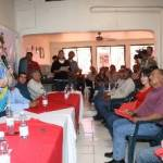 Señaló la Presidenta Municipal Electa de La Paz que a ella y al Cabildo les espera una ardua tarea: la reorganización administrativa y financiera del Municipio, y solicitó a los miembros del sindicato que, sin perder objetividad, mantengan su colaboración como difusores en aquellos trabajos.