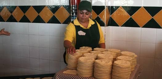 Fuera del alcance de los tortilleros mantener el precio. Ahora el kilo cuesta 13 pesos
