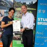 """Mariana Walther, egresada de Biología Marina de la UABCS, fue introducida al programa """"Estudiante Internacional Embajadora de Brisbane"""" por el alcalde Lord Mayor Campbell Newman."""