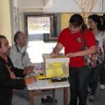 Estudiantes de la UABCS asisten a las urnas para elegir a sus consejeros.