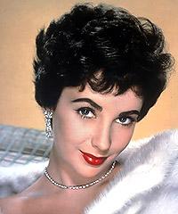 Elizabeth Taylor, la niña de ojos violeta y doble fila de pestañas, que comenzó a actuar a los 9 años, murió a los 79 dejado un invaluable legado en Hollywood, que hoy llora la muerte de una de las mujeres más hermosas que han pasado por la gran pantalla.