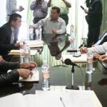 La sesión inició puntualmente como estaba programada a las 11 de la mañana y se prolongó por más de cinco horas, hasta que en votación de 5 contra 2, la decisión colocó a Ignacio Bello Sosa.como nuevo magistrado Presidente.