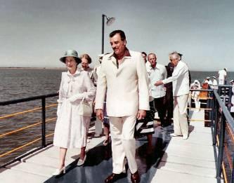 Con exposición fotográfica recuerdan la visita de la reina Isabel II