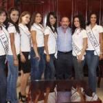 Las aspirantes a Nuestra Belleza Los Cabos, se hicieron acompañar de la coordinadora municipal del concurso, Florencia Olachea Villafaña.
