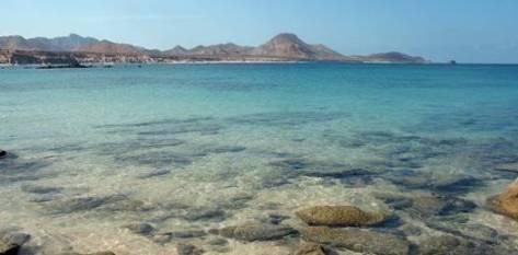La firma española propuso un convenio a la Comisión Nacional de Áreas Nacional Protegidas (Conanp), el organismo encargado de cuidar Cabo Pulmo, por medio del cual se compromete a entregar cada año 1 millón de pesos (86.206 dólares) al parque natural, durante 49 años, para labores de cuidado y mantenimiento.
