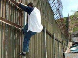 Promulga Calderón la Ley de Migración