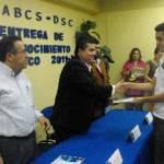 La UABCS entregó reconocimientos a los alumnos de las carreras de Ingeniero en Tecnología Computacional y Licenciado en Computación que obtuvieron los mejores promedios en el semestre 2010-II.