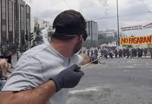 Estallan protestas en Atenas por voto de austeridad